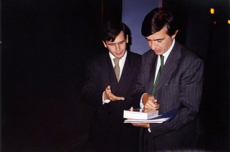 Mercredi 10 octobre 2001 - Château-Thierry - Stéphane Jacquemet avec Philippe Douste-Blazy, futur Ministre des affaires étrangères, à l'occasion de la sortie de l'ouvrage l'audace économique – © Collection privée - DR.