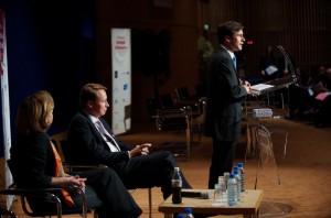 Mercredi 10 juin 2009 – Paris, Ministère de l'Economie – Stéphane Jacquemet à la tribune avec Dominique Reiniche (au premier plan à gauche), Présidente Europe de The COCA-COLA COMPANY, et Denis Payre (au premier plan à droite), cofondateur de BUSINESS OBJECTS et KIALA, à l'occasion de la troisième édition du Prix de la Stratégie d'Entreprise - © Forum de la Stratégie d'Entreprise – Photographe : Bernard Lachaud – DR.
