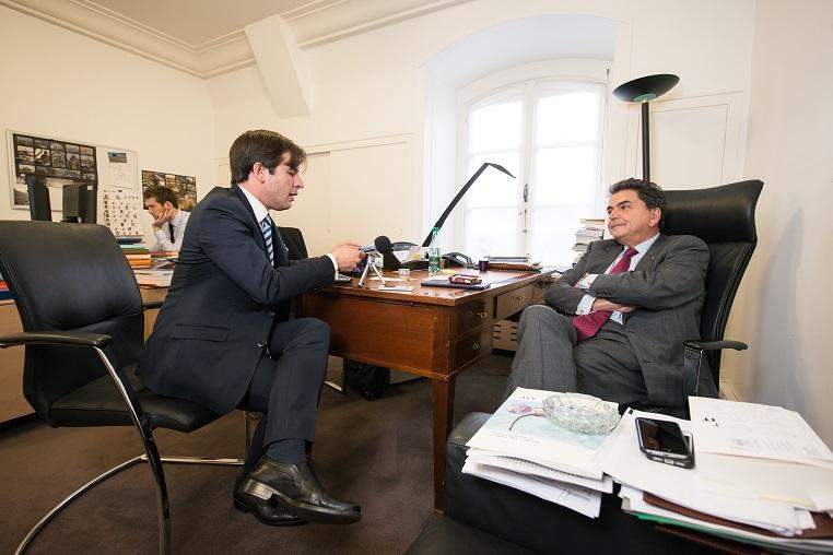 Stéphane Jacquemet et Pierre Lellouche lors de l'enregistrement de l'émission Réflexions partagées - © Collection privée - Photographe : Edouard Meyer - Deyer Studio - DR.