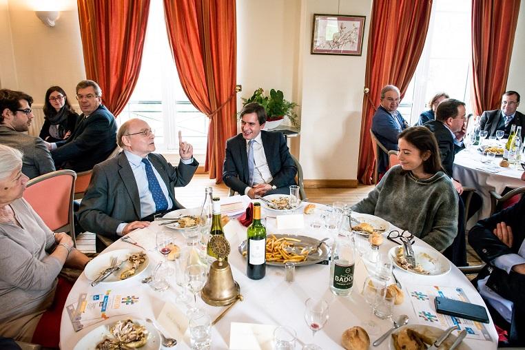 De gauche à droite : Alain Pompidou, Stéphane Jacquemet et Anne Goscinny - Débat « A la mémoire de nos mères » - 10 mars 2017 – Rotary Levallois - © Collection privée - Photographe : Edouard Meyer - Deyer Studio - DR.
