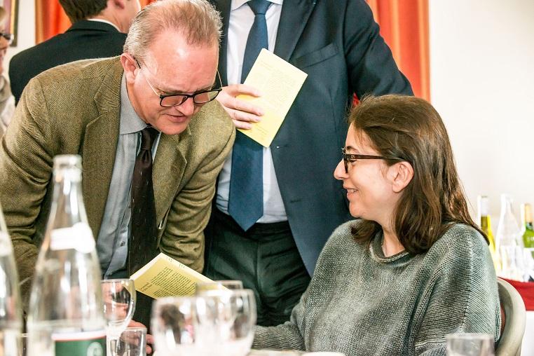De gauche à droite : Laurent de Gaulle et Anne Goscinny - Débat « A la mémoire de nos mères » - 10 mars 2017 – Rotary Levallois - © Collection privée - Photographe : Edouard Meyer - Deyer Studio - DR.