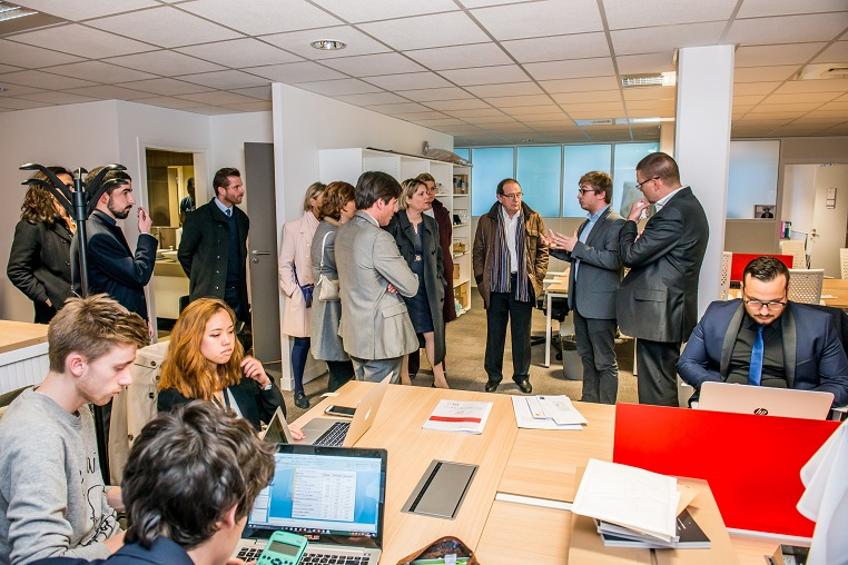 Visite de l'incubateur de start-up de l'ISC Paris - Débat #Ambition - 21 mars 2017 – Be(e) for Biz – Levallois – ISC Paris © Collection privée - Photographe : Edouard Meyer - Deyer Studio - DR.