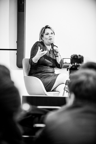 Evelyne Platnic-Cohen (fondatrice de Booster Academy) - Débat #Ambition - 21 mars 2017 – Be(e) for Biz – Levallois – ISC Paris © Collection privée - Photographe : Edouard Meyer - Deyer Studio - DR.