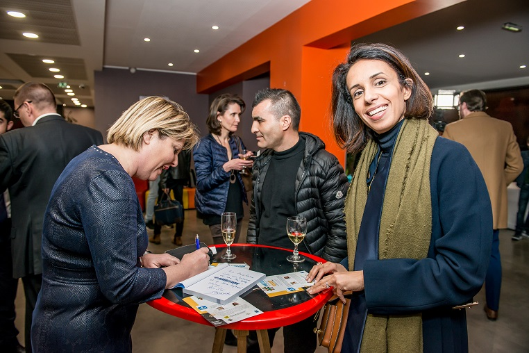 De gauche à droite : Evelyne Platnic-Cohen (fondatrice de Booster Academy) et Rezlaine Zaher (fondatrice d'Executive Studio) - Débat #Ambition - 21 mars 2017 – Be(e) for Biz – Levallois – ISC Paris © Collection privée - Photographe : Edouard Meyer - Deyer Studio - DR.